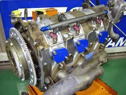 Cosmo med en trippel-rotormotor.  Motorn 20B var på 2 liter och 1962 cc. vilket var den största wankel-motor som Mazda kunde erbjuda.