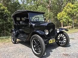 Ford, det rullande bandets skapare, grundades i USA år 1903. Under de första fem åren konstruerades och tillverkades modeller i bokstavsordning.