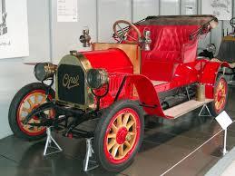 Adam Opel instiftade företaget med symaskinstillverkning år 1862. År 1998 började tillverkningen av bilar.