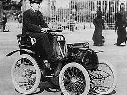 Renault bildades som företag år 1899 av fransmannen Louis Renault, som året före byggt sin första bil. År 1901 rullade den första bilen ut från fabriken. Renault Type D Voiturette