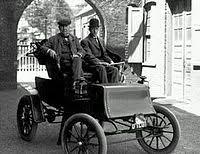 De amerikanska bröderna Henry och Clemens  Studebaker startade en smedja och vagnstillverkning år 1852. Bröderna var ättlingar från en tysk familj som invandrat 1736.