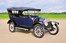 Louis Chevrolet flyttade som ung fransman till Amerika 1900. Där blev han  anställd vid Fiats racingstall. På grund av stora framgångar på motortävlingar utsågs till han Amerikas bästa förare 1905.