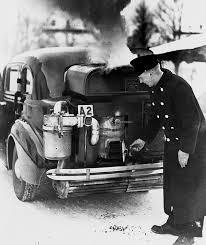 Gengas som bränsle användes för att kunna köra ett fordo  med förbränningsmotor under krigstiden. Bristen på bensin tvingade fram ett alternativ till den explosiva bensinångan. Man fann den i gengasen.