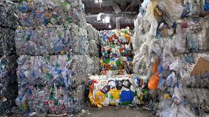 Recycling startade inte år 2007. Redan på 1940 upptäckte Sten A Olsson värdet i skrot och lump. Några decennier senare hade avfallet förvandlats till ett imperium.