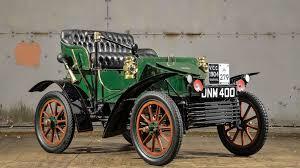 Vauxhall, företaget Alexander Wilson & Company, bildades år 1857, av skotten  Alexander Wilson. Företaget byggde på 1800-talet ångmaskiner och pumpar. 1897 ändrades produktionen till biltillverkning. Samtidigt ändrades namnet till The Vauxhall Ironwork.