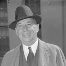 Walter Chrysler, grundaren av Chrysler Corporation, föddes i Wamego Kansas USA år 1875. Han var, i unga år, fast besluten att följa i sin  farders fotspår inom järnvägen.