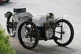 Det första fordonet byggdes var en Morgan Runabout. En ensitsig modell utan topp, vindruta och dörrar. Även den styrdes med en spak  En tvåcylindrisk motor på 7 hk användes